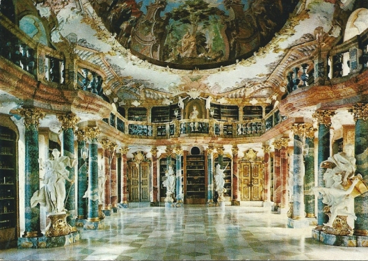 Bibliotheek van het voormalig klooster Ulm-Wiblingen. Architect: Christian Wiedemann. Bibliotheekzaal kwam omstreeks 1750 klaar. Bijn de secularisatie van 1803 is het bezit verstrooid. Huidige bestand 12.000 banden, 22 handschriften en 12 incunabelen. Met Metten, Ottobeuren, Schussenried en Fürstenzell wordt Wiblingen beschouwd als de meest prachtvolle pronkzaalbibliotheek in het Zuiden van Duitsland.