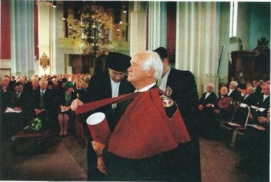 In 1998 ontving Michel van der Plas een eredoctoraat aan de Katholieke Universiteit Nijmegen. (Elsevier, 20 oktober 2012)