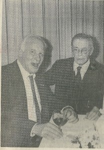 Michel van der Plas tijdens de viering van zijn 60ste verjaardag in Groenendaal met die andere vriend van Godfried Bomans: Harry Prenen (Koerier, 28-10-1987)