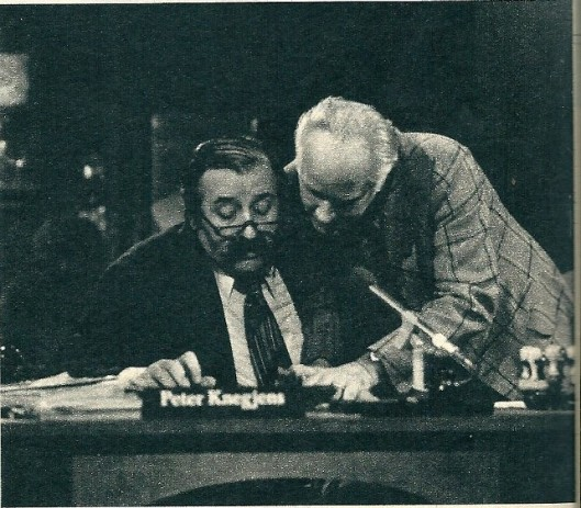 Michel van der Plas schreef ook voor KRO's Nieuwsgier. Hier in gesprek met radiopresentator Peter Knegjens (Studio, 7 mei 1977)