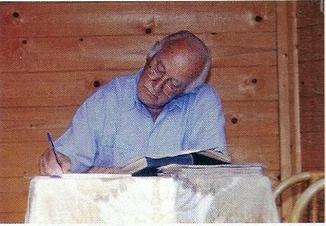 Michel van der Plas schreef altijd met pen of balpoint, nooit met typemachine of computer (foto Ronald Sweering)