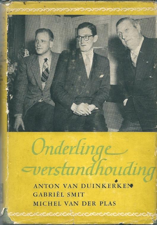Stofomslag van 'Onderlinge verstandhouding'(Paul Brand, 1955), een gezamenlijke uitgave met v.l.n.r. Michel van der Plas, Gabriël Smit en Anton van Duinkerken