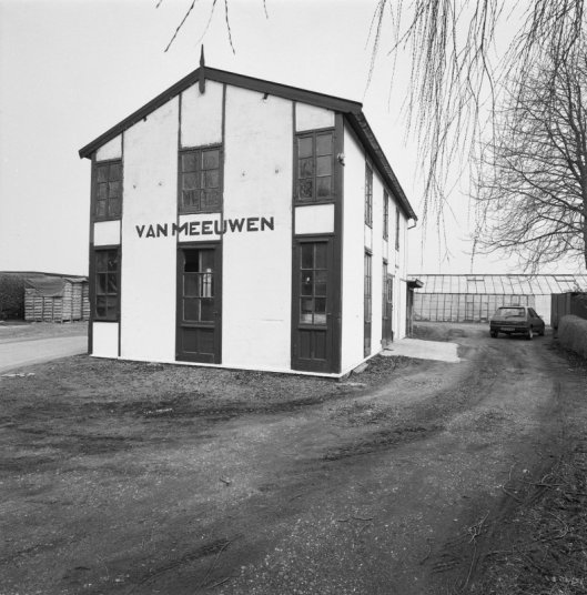 Bollenschuur Van Meeuwen op een foto uit 1993, toen nog in goede staat, maar ruim 20 jaar later in een staat van verval