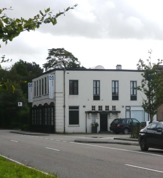 Kantoor en bollenschuur vh. Van Meeuwen, Herenweg 19. Rijksmonument nr. 508452