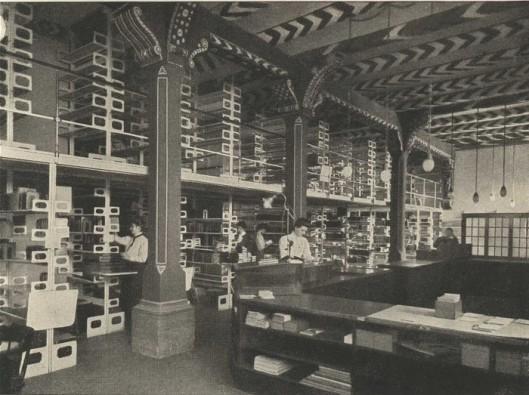 Uitleenafdeling van de openbare bibliotheek en volksleeszaal in 1910
