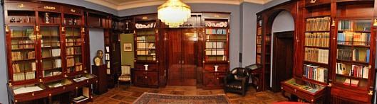 De bibliotheek in het raadhuis van het raadhuis van Bremen met meubilair naar een ontwerp van Rudolf Alexander Schröder