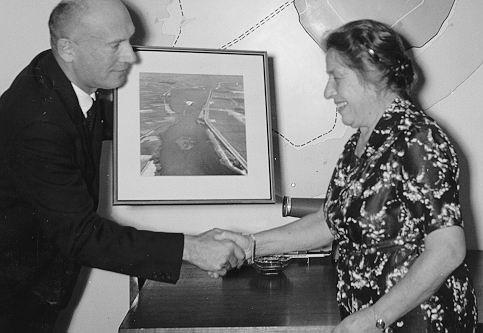 In 1959 nam Else (Elze) van den Ban na tien jaar als planoloog te hebben gewerkt bij de Dienst der Zuiderzeewerken in Lelystad.