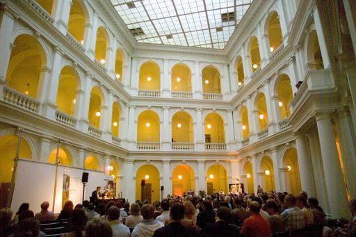 Interieur van de staats- en universiteitsbibliotheek Hamburg
