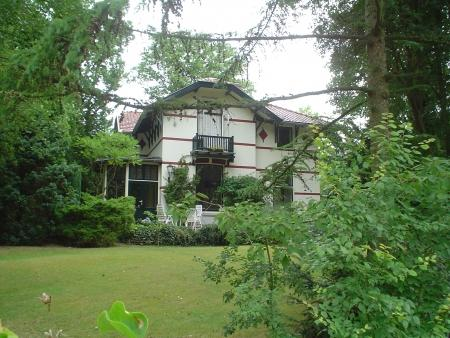 Villa 'Josephina', later 'Binnenduin' in het Bloemendaalse Park, in 1896 ontworpen dppr J.van den Ban en S.Roog voor J.B.H.Baro. Provinciaal monument.