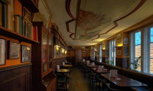 Bibliotheek in restaurant Heinrich Böll, Lübeck