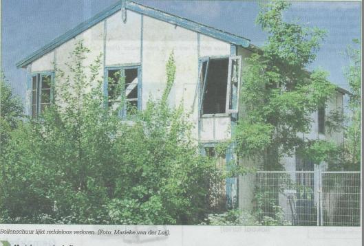 Bollenschuur Manpadslaan staat op instorten. Uit: Heemstede dichtbij.nl, 25 juni 2014 (foto Marieke van der Leij)