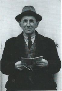 T.Warmerdam, geboren te Heemstede in 1882; was van 1905 tot 1953 als meesterknecht in dienst van de firma Van Tubergen.