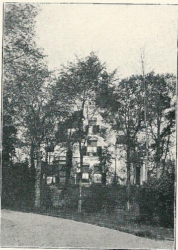 Villa 'de Berg' achter het geboomte in het Bloemendaalse Park (J.van den Ban)