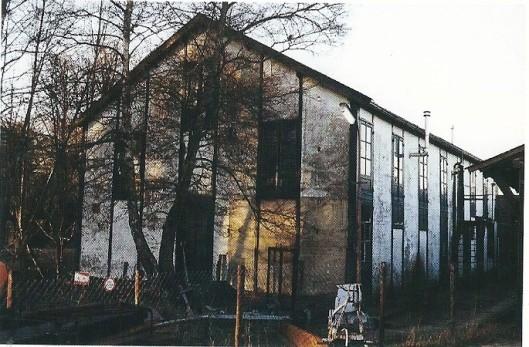 De bollenschuur van Braam en Zoon aan de Kadijk op een foto uit 1999 (Bloeiende bedrijvigheid, p.186)