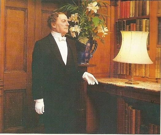 De butler [in Madame Tussaud's Warwick-kasteelbibliotheek]