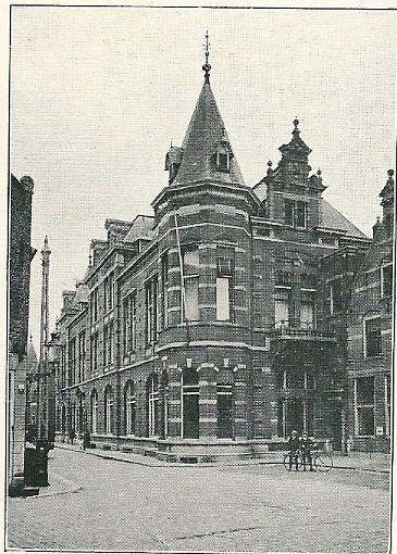Sociëteitsgebouw 'Vereeniging' (opgericht in 1854), Lange Begijnestraat /Klokhuisplein Haarlem. Door Van den Ban en Roog (1894). Latere Concertgebouw, tegenwoordig Philharmonie geheten
