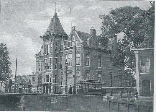 Het huis Raamsingel 2 werd door J. van den Ban in opdracht van J.J.Beijnes gebouwd. Ansichtkaart uit 1907.