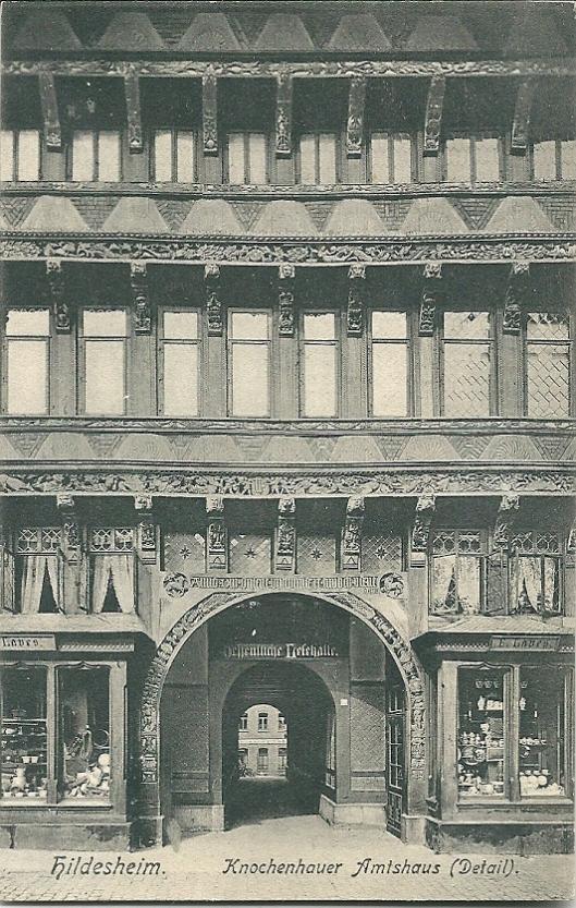 Oude prentbriefkaart van Knochenhauer Amtshaus met daarin tussen 1900 en 1910 de openbare volksbibliotheek ofwel Lesehalle