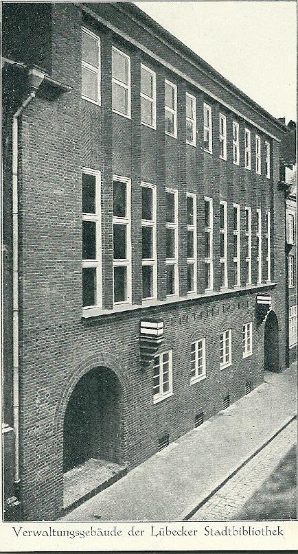 Oude ansichtkaart van het administratiegebouw van de stadsbibliotheek in Lübeck