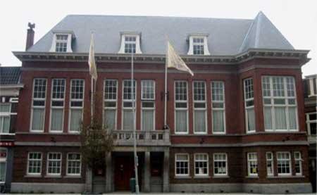 In 1923 ontwierp architect Jacob van den ban een geheel nieuw pand voor Sociëteit Vereeniging aan de Zijlweg, dat anno 2013 zijn oorspronkelijke functie heeft behouden