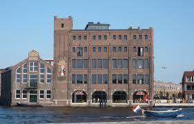 Droste-gebouw aan het Spaarne in Haarlem, ontworpen door J.van den Ban