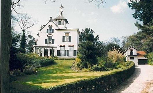 De villa Berg, Rijpeerweg 15 te Bloemendaal, in 1896 gezamenlijk ontworpen door J.van den Ban en S.Roog