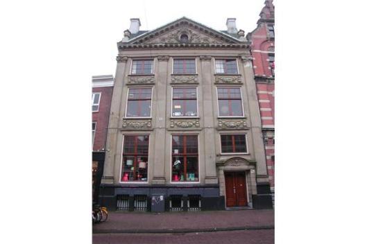 Bank Brinkman & Co, Zijlstraat 78-80. In 1913 gebouwd naar een ontwerp van Jacob van den Ban in een neoclassicistische vormentaal