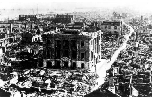 Wat overbleef van grote Maruzen-boekhandel in het Nihombashi districht van Tokio na de grotye aardbeving en brand van 1923 (foto Brown Universiity Library/William Dana Reynolds)