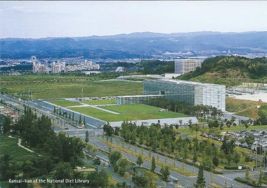 Opslaggebouw van de nationale Bibliotheek van Japan buiten Tokio