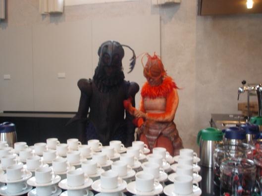 Als insecten uitgedoste mensen zorgden voor de koffie bij de presentatie op 5 november in Naturalis