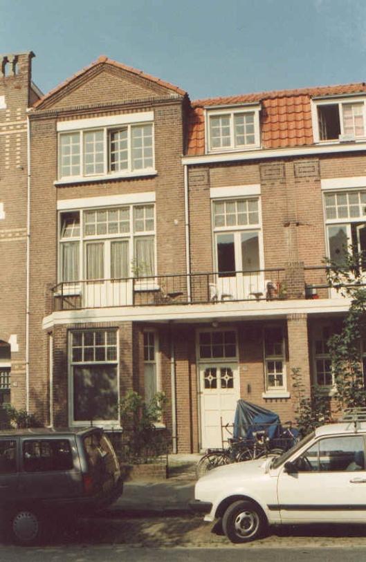Op het adres Pater Brugmanstraat 45 in Nijmegen schreef Godfried Bomans voor het grootste deel zijn 'Erik of het klein insektenboek' (foto Fred Berendse)