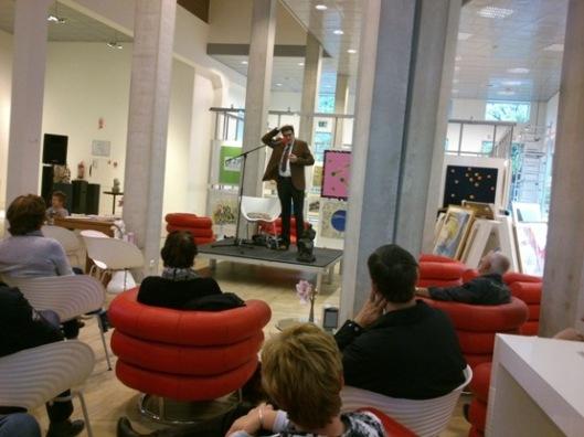 Bomansiaan Bert Rebergen als spreker over Bomans en Erik in de openbare bibliotheek van Veenendaal