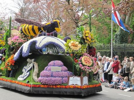 Bij het 62e bloemencorso in de Bollenstreek in 2009 was het thema 'Beroemde Boeken' waarbij uiteraard ook Erik of het klein insectenboek was vertegenwoordigd