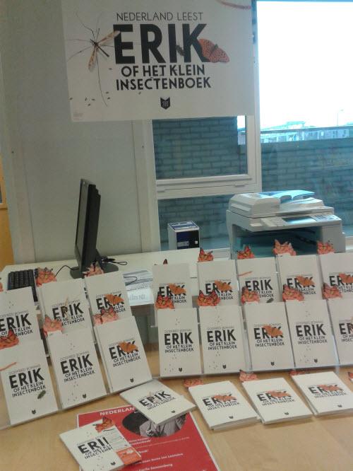 Uitstalling van het boek Erik in openbare bibliotheek Deventer, filiaal Colmschate. Foto genomen door Raymond Snijders, die zelf voorkeur uitsoprak voor de digitale versie en in 2013 de Victorine van Schaickprijs won voor zijn vakblog werken met informatie