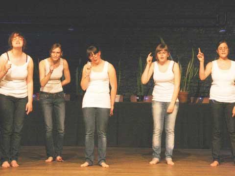 Tieners uit Hamont-Achel e.o. (België) voerden in 2010 het toneelstuk Erik of het kelin insecghtenboek op, gebaseerd op het boek van Godfried Bomans. Een familievoorstelling voor zowel volwassenen al kinderen.
