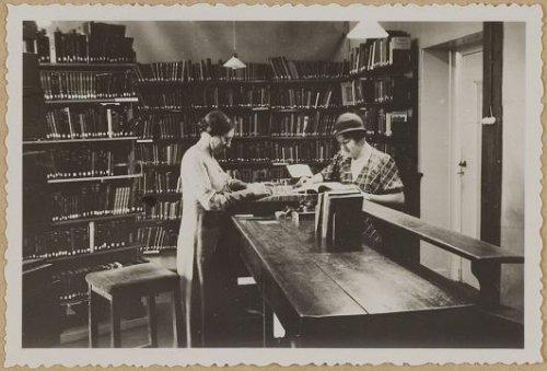 Openbare leeszaal en bibliotheek Amersfoort op een foto uit 1934