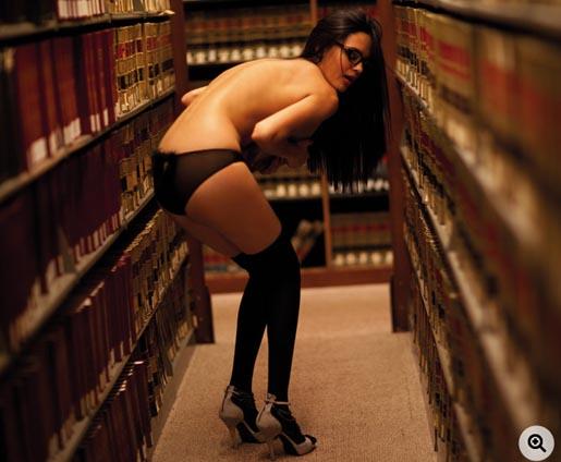 Diesel lingerie in de Brooklyn Law School Library