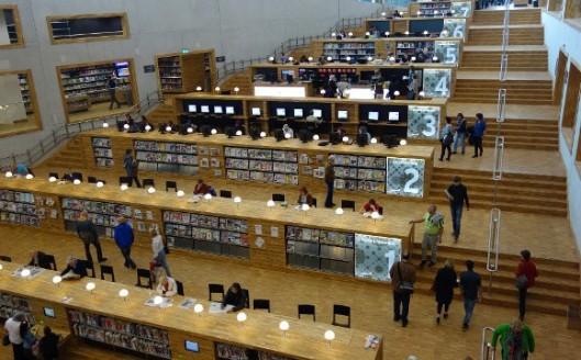 Interieurfoto van de nieuwe centrale openbare bibliotheek van Amersfoort in het Eemhuis (2014)