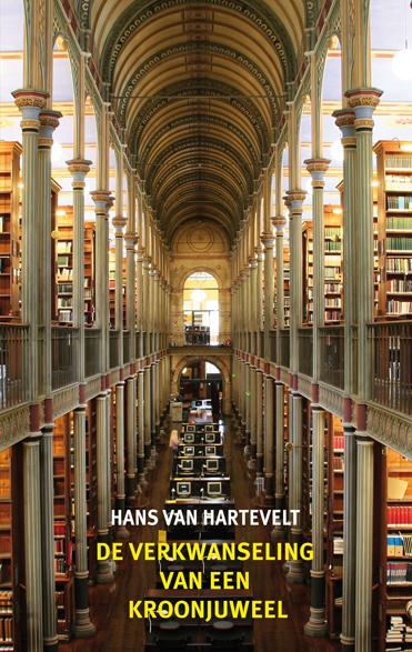 Vooromslag van boek door Hans van Hartevelt: 'De verkwanseling van een kroonjuweel'. Roman over de opgeheven bibliotheek van het Tropenmuseum. Op de voorzijde een foto van de universiteisbibliotheek Kopenhagen.