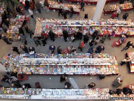 Drukte op de IJslandse boekenbeurs in Reikjavik