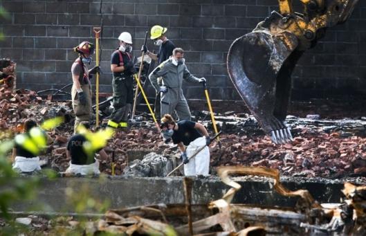 De tot de grond verwoeste openbare bibliotheek van Lac