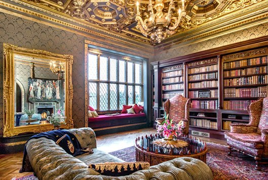 Villa in Los Altos met bibliotheek staat te koop voor dollar