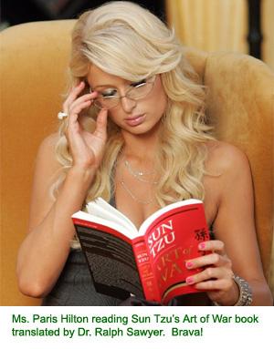 Paris Hilton leest Sun Tzu's War Book