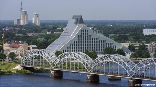 2014 is Riga culturele hoofdstad van Europa. Gestart met de opening van een prachtige nieuwe Nationale Bibliotheek waarbij de boeken via een menselijke keten van 2 kilometer van het oude naar het nieuwe gebouw zijn verhuisd.