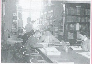 Leeszaal in openbare bibliotheek Amersfoort in 1913