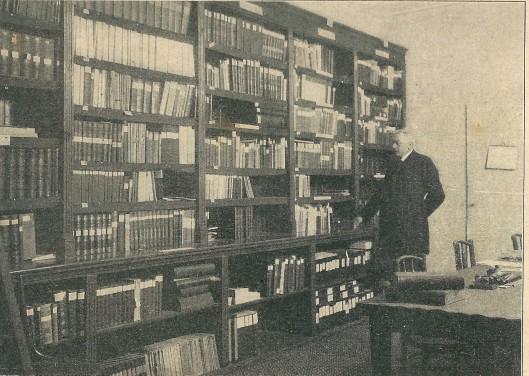 Een kijkje in de openbare leeszaal en bibliotheek Amersfoort (K.I. 3-1-1914)