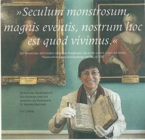 Dr. Vernonika Marshall toont één van de geheimdagboeken in de naar Senckenberg vernoemde universiteitsbibliotheek Frankfurt