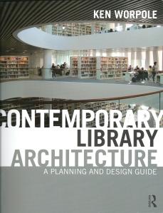 Vooromslag van het boek: 'Contemporary Library Architecture' (2013) door Ken Worpole met foto van de Aberdeen University Library (Schmidt/Hammer/Lassen Architects).