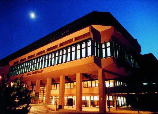 De Nationale Bibliotheek van Turkije in Ankara bij avond