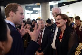 Prins William in gesprek met Francine Houben
